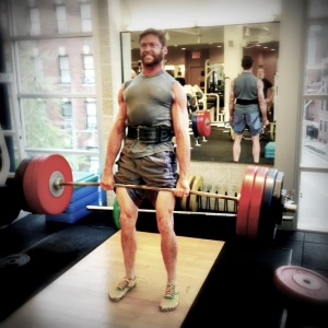 hugh_jackman_wolverine_deadlifting_workout_toe_shoes_fivefingers_leangains-1